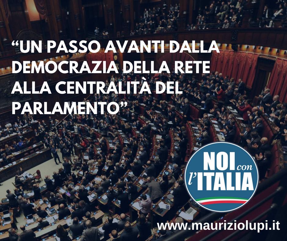 Un passo avanti dalla democrazia della rete alla centralità del Parlamento